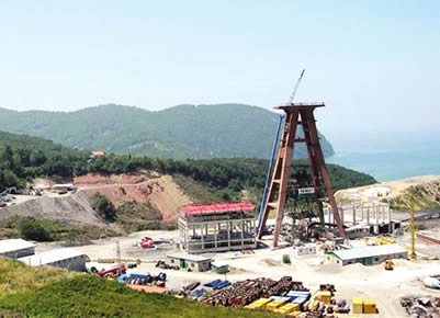the coal field with coal extraction equipment.
